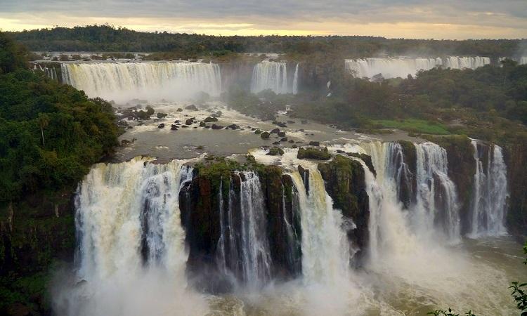 Az Iguazú-vízesés egyetlen nap alatt