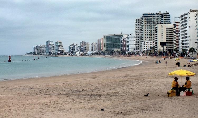 Az ecuadori tengerpart és egy kis bálnales