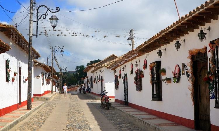 Kolumbia legszebb települése és annak misztikus földpiramisai