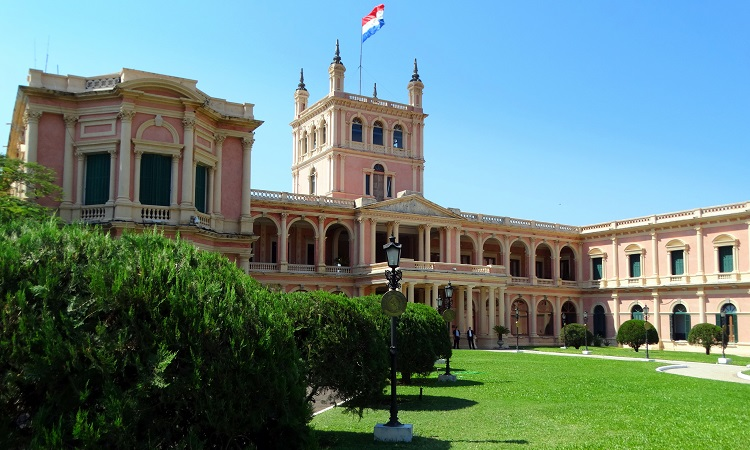 Kis híján megkéseltek Asunciónban