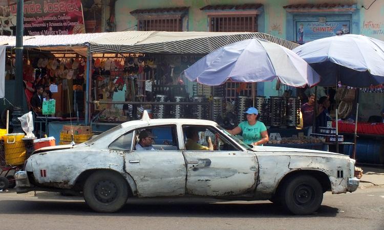 A hullarészeg félkarú taxisofőr